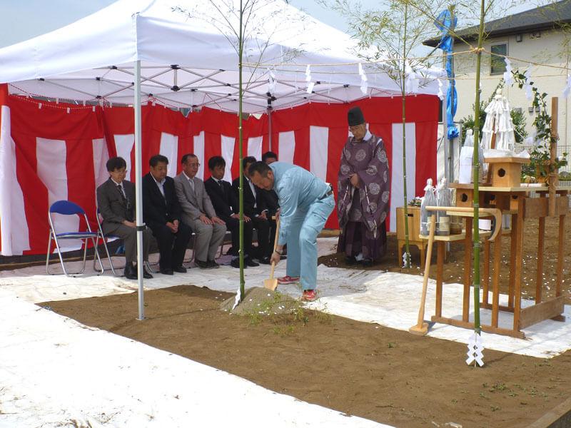 新座で新築病院の地鎮祭風景です。