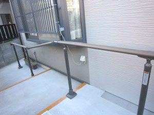 埼玉県川口市の介護リフォーム(玄関等)の事例写真・リフォーム後の手すり