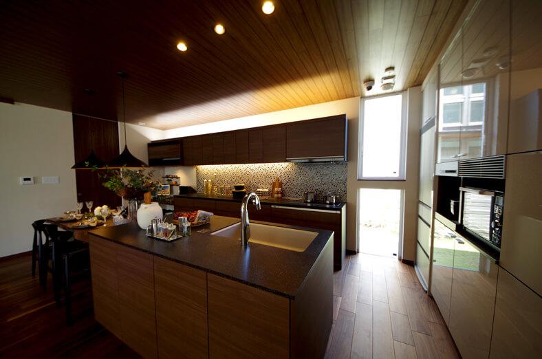 アイランド型のキッチン