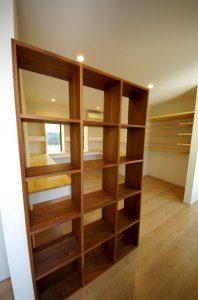 本棚を設置