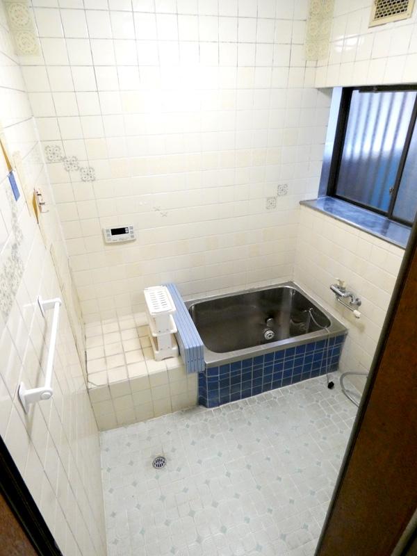 狭い浴室・お風呂を増築なしで広くする費用の相場は
