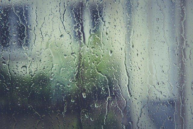 窓や壁に結露ができるのは何故?防止するにはどうしたらいい?